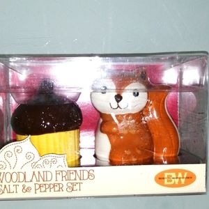 NWT SALT AND PEPPER DISPOSER